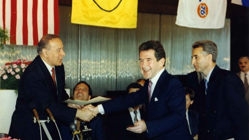 President Heydar Aliyev and BP President John Brown at the signing of the