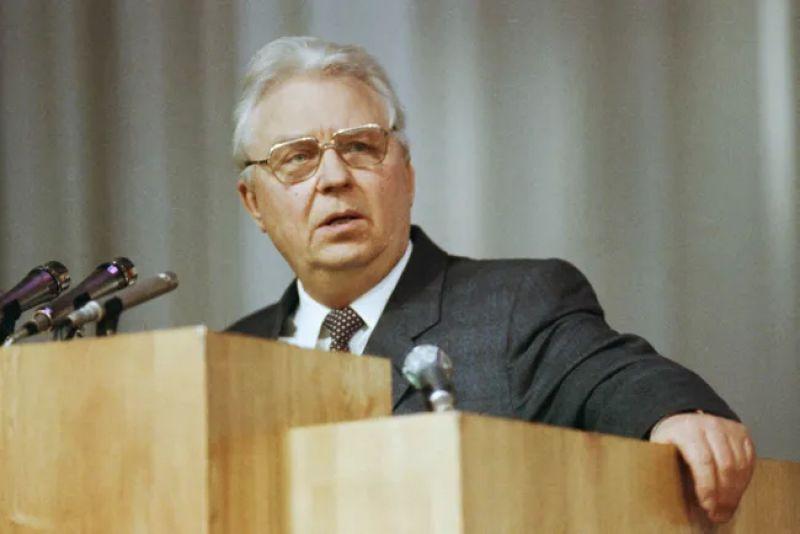 """B возрасте 100 лет умер бывший секретарь ЦК КПСС Егор Лигачев. Его имя связывают с крылатой фразой """"Борис, ты не прав"""""""
